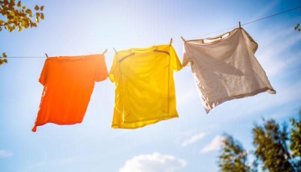 5 Tips για να Απλώσετε Σωστά τα Ρούχα σας