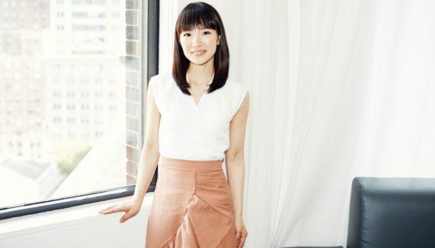 Η Σταρ του Netflix, Marie Κondo, σας Λέει Πώς να Οργανώσετε το Σπίτι σας φέτος!