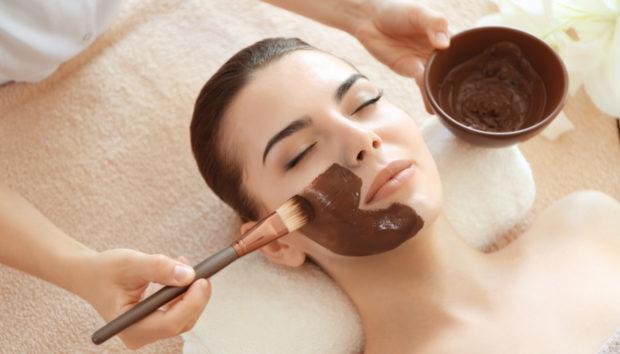 Μια Μάσκα Ενυδάτωση με Σοκολάτα που Μπορείτε να Δοκιμάσετε αν Περισσέψει!