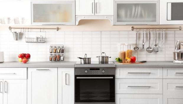 Βαρεθήκατε τα Ανοιχτά Ράφια; Νέα Τάση για Αποθήκευση για Αποθήκευση στην Κουζίνα!