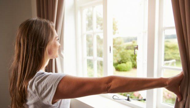 Να Γιατί Πρέπει να Ψεκάζετε με Ξίδι Γύρω από τα Παράθυρα του Σπιτιού σας