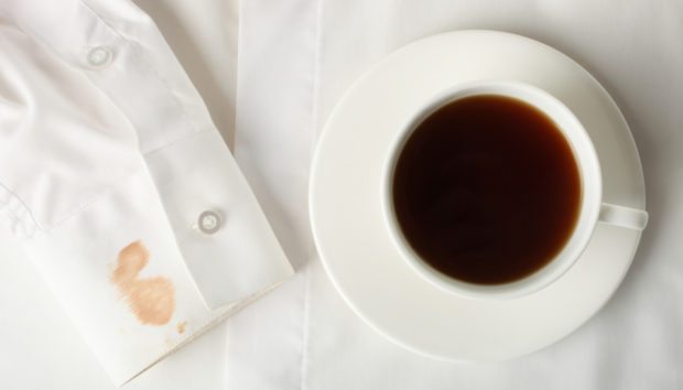 Εξαφανίστε Πανεύκολα Λεκέδες από Καφέ ή Τσάι με Αυτές τις Λύσεις!