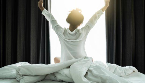 7 Κινήσεις Πριν Πέσετε στο Κρεβάτι για να Κοιμηθείτε σαν Πουλάκι