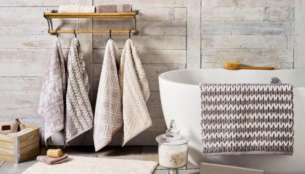 7 Τρόποι για να Οργανώσετε ένα Μπάνιο Χωρίς Συρτάρια και Ντουλάπια