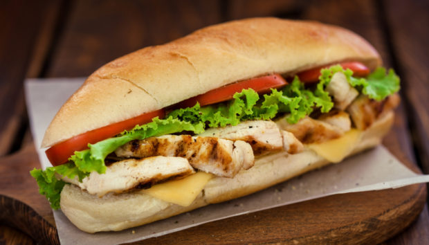 Spicy Chicken Sandwich από τον Άκη Πετρετζίκη