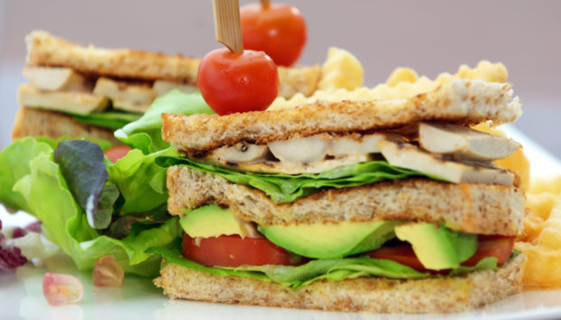 Vegetarian Κλαμπ Σάντουιτς από τον Άκη Πετρετζίκη!