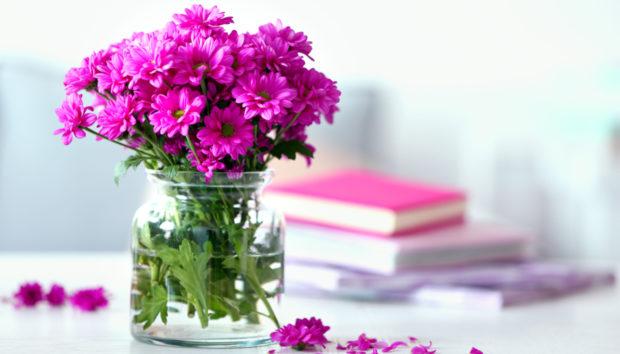 7 Έξυπνοι Τρόποι για να Κάνεις τα Λουλούδια να Αντέξουν Περισσότερο (video)