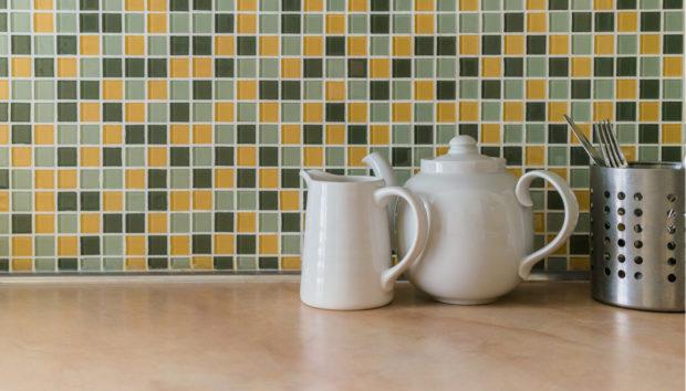 «Πώς Μπορώ να Βάψω τα Πλακάκια της Κουζίνας μου για να Φαίνονται Καινούργια;»