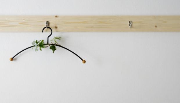 DIY: Φτιάξτεμια Μοναδική Κρεμάστρα Μόνο με 3 Ευρώ