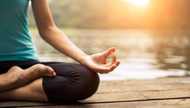 Ασκήσεις Yoga που θα Εξαφανίσουν τον Πονοκέφαλο στο Λεπτό
