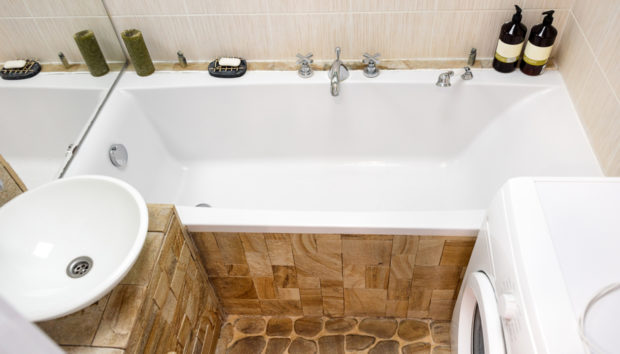7 Απλοί Τρόποι για να Ομορφύνετε το Μικρό σας Μπάνιο Χωρίς να το Ανακαινίσετε