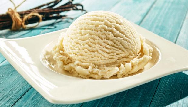 Παγωτό με Τυρί Κρέμα από τον Άκη Πετρετζίκη