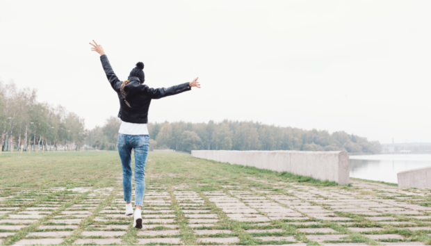 10 Τρόποι για να Είσαι Πολύ Ευτυχισμένη κι ας μην Έχεις Σύντροφο!