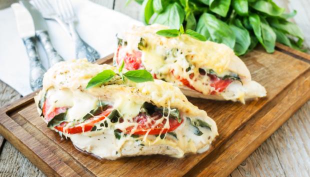 Κοτόπουλο Γεμιστό με Μοτσαρέλα και Λιαστές Ντομάτες