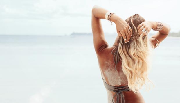 Η Πασίγνωστη Fashion Blogger Rocky Barnes μας Δείχνει 6 Υπέροχα Look Παραλίας