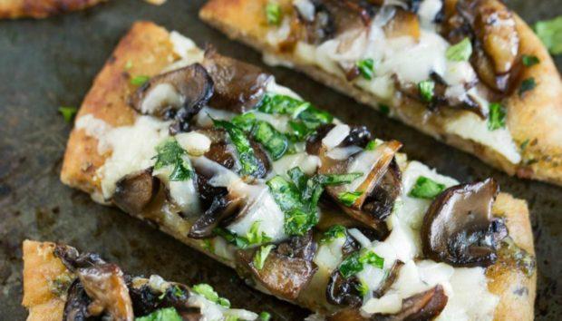 9 Σούπερ Υγιεινές Συνταγές για Πίτσα Έτοιμες σε 15 Λεπτά το Πολύ