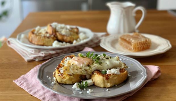 Αλμυρές Αυγοφέτες με Τηγανητό Αυγό & Φέτα
