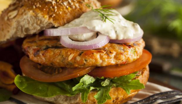 Η πιο Υγιεινή Συνταγή για Burger Σολωμού που θα σας Κάνει να Ξεχάσετε Κάθε Άλλο Burger!