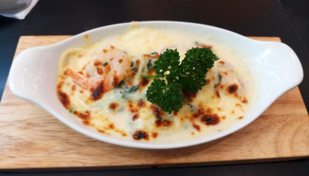 Μακαρόνια με γαρίδες: Μια συνταγή με 3 μόνο υλικά!