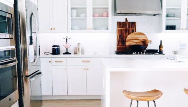 Το Έντονο Χρώμα που Εισβάλλει στην Κουζίνα το Φετινό Φθινόπωρο -Με την Έγκριση των Interior Designers