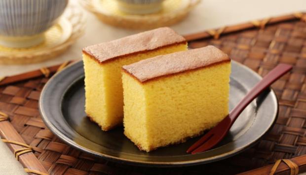 Castella: Το Ιαπωνικό Κέικ με Ελάχιστα Υλικά που Γίνεται Πανεύκολα -Αφράτο και Μελένιο