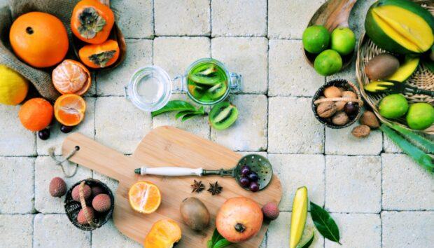 Υποφέρετε από Πρήξιμο στην Κοιλιά; Υπάρχει ένα Γλυκό Φρούτο που θα σας Απαλλάξει από Αυτό σε Ελάχιστο Χρόνο