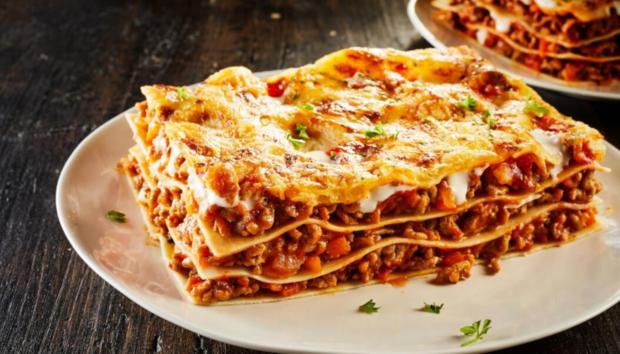 Δανέζικα Λαζάνια: Η Eύκολη Παραλλαγή του Kλασικού Iταλικού Πιάτου Γίνεται στην Κατσαρόλα