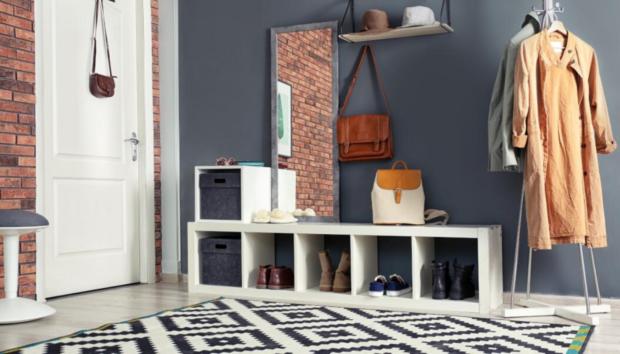 Πώς θα Δημιουργήσετε από το Μηδέν μια Κομψή και Cozy Είσοδο σε ένα Μικρό Σπίτι -Με Τρία Μόνο Πράγματα