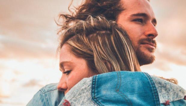 Polyamory: Η Νέα Μορφή Σχέσης που μας Έχει Διχάσει