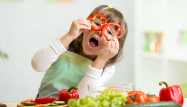 Το Ευφάνταστο Τρικ μιας Μητέρας για να Πείσει τα Παιδιά της να Τρώνε Φρούτα και Λαχανικά -Έγινε Viral