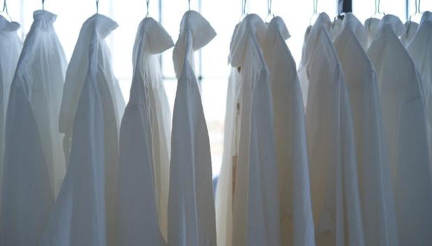 Τέλος οι Κίτρινοι Λεκέδες από Ιδρώτα στα Λευκά Ρούχα -Ο Αποτελεσματικός Τρόπος για να τους Αφαιρέσετε