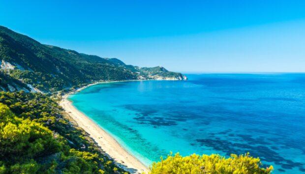 Ένα Ελληνικό Παραθαλάσσιο Χωριό στα Κρυμμένα Μυστικά της Ευρώπης