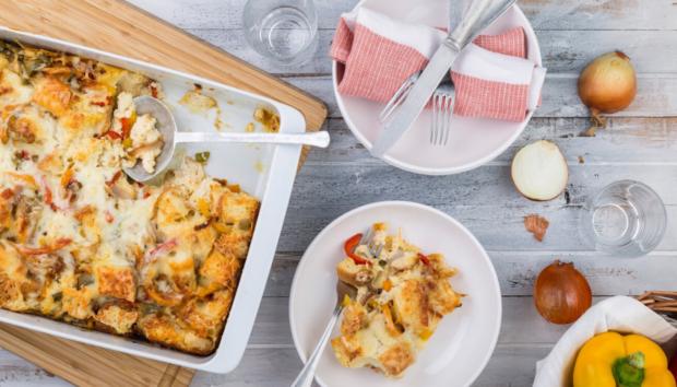 Αλμυρό Σουφλέ Ψωμιού με Πιπεριές & Τυριά, Πανεύκολο και Λαχταριστό