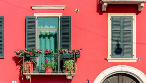 Αν Έχετε Μικρή Βεράντα, Αυτά τα Design Items Μπορούν να την Μεταμορφώσουν -Ιδέες Διακόσμησης από τις Γειτονιές του Κόσμου