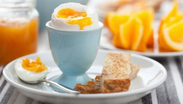 Νέα Έρευνα: Τα Αυγά το Πρωί Κάνουν Καλό στον Εγκέφαλο!