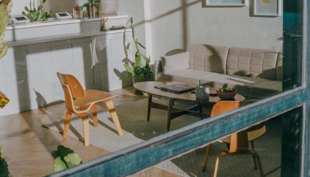 Αυτό το Coffee Table θα Απογειώσει τη Διακόσμηση του Καθιστικού σας -Χαρίζει Στιλ και Διακριτική Πολυτέλεια