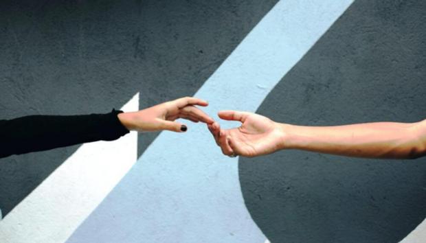 Ένας Κόσμος Χωρίς Σωματική Επαφή: Τι θα Αλλάξει από Εδώ και Πέρα