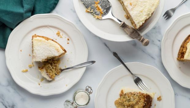 Αφράτο Κέικ Καρύδας με Μαρμελάδα Βερίκοκο, Χωρίς Αυγά ή Βούτυρο