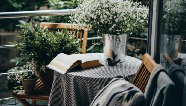 Φέρτε το Καλοκαίρι στο Μπαλκόνι σας -5 Ιδέες για να Δώσετε στο Πάτωμα Μοντέρνο και Δροσερό Στιλ