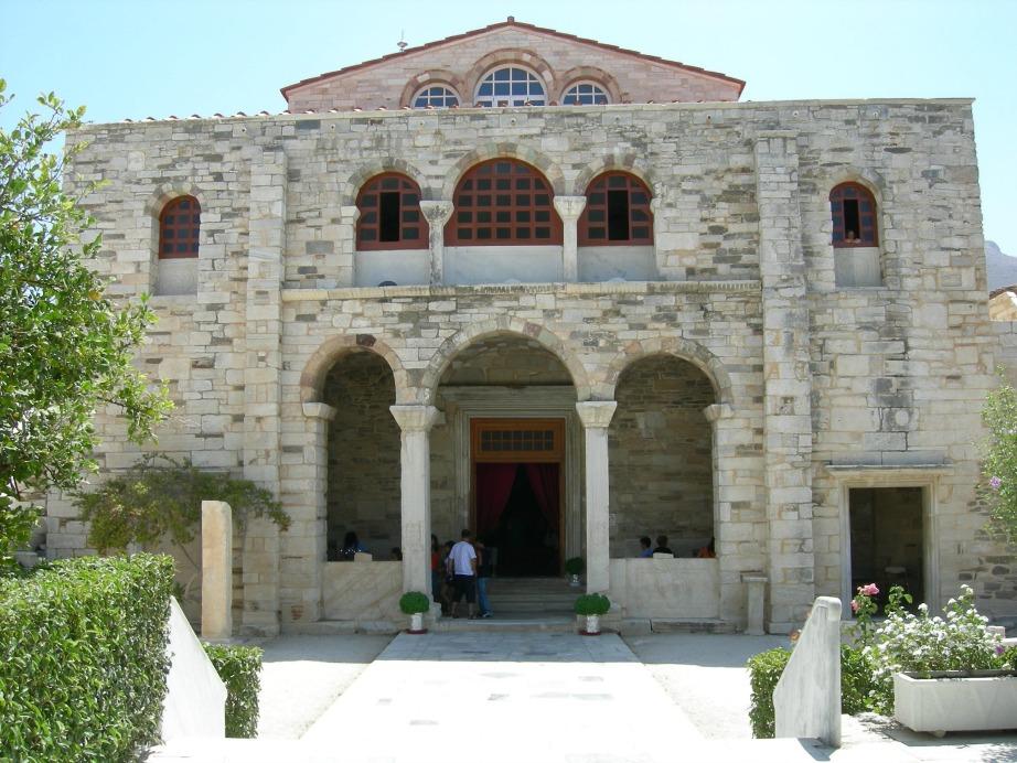 Ο πλέον αναγνωρίσιμος Ιερός Ναός Της Παναγίας της Εκατονταπυλιανής στην Παροικιά της Πάρου.
