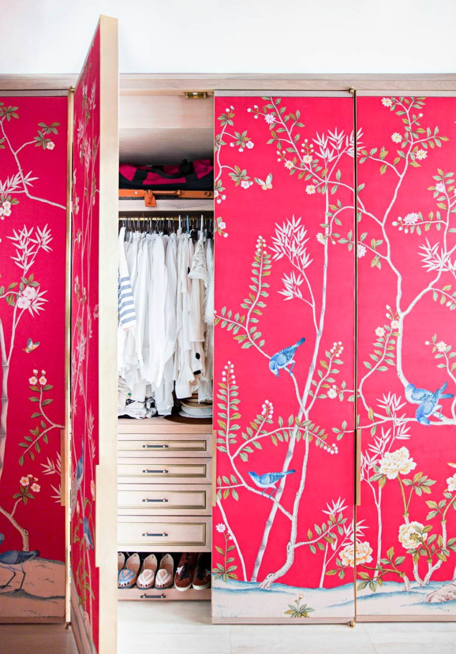 Μια όμορφη και ξεχωριστή νότα στο δωμάτιό σας που θα μοιάζει σα έχετε βάψει τον τοίχο σας.