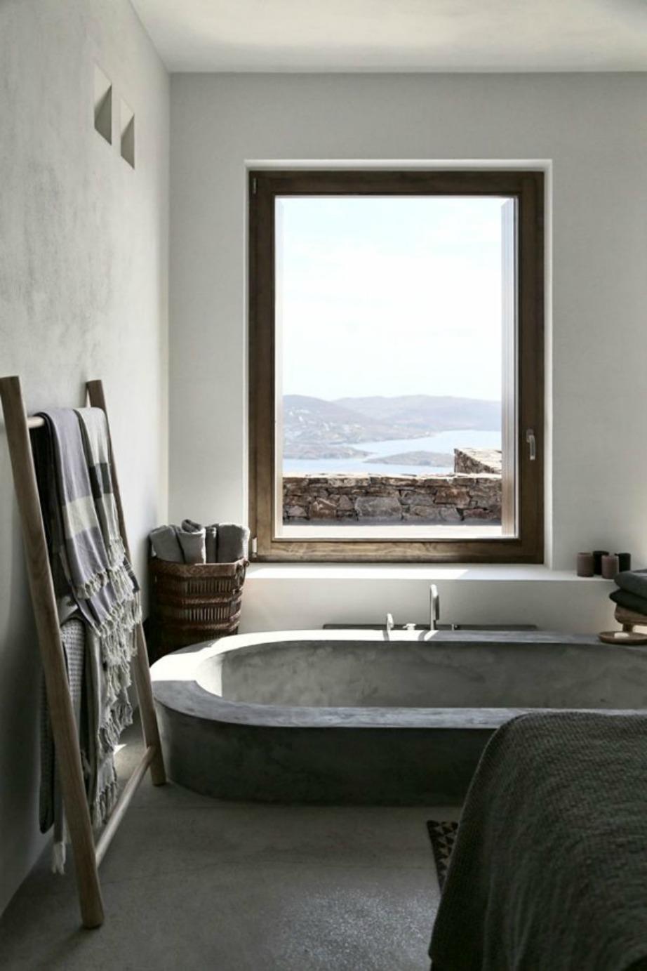 Μπανιέρα με μοναδική θέα γι' αυτούς που θέλουν να παίρνουν το μπάνιο τους και να αγναντεύουν.