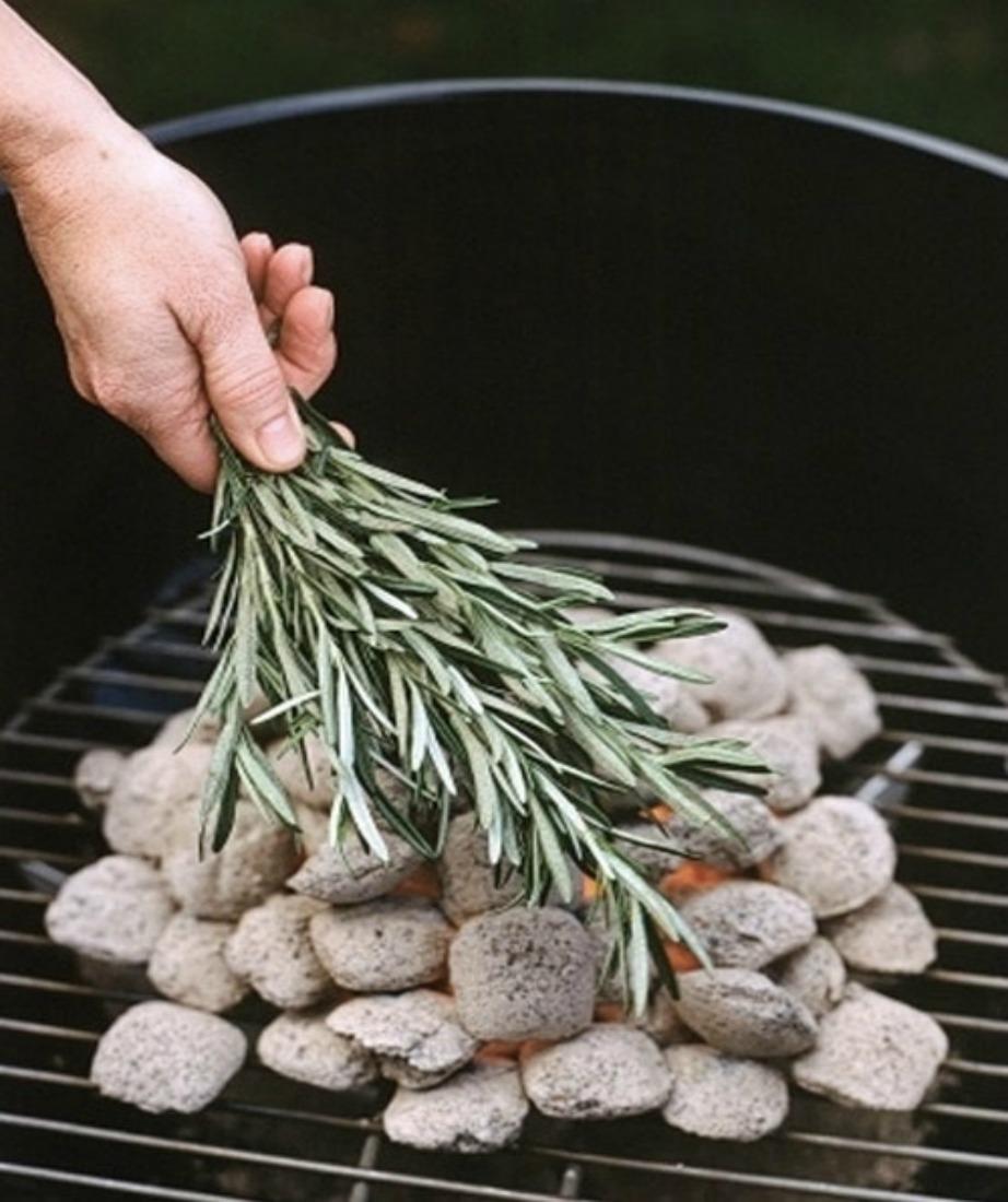 Κάψτε μερικά φύλλα φασκόμηλο!