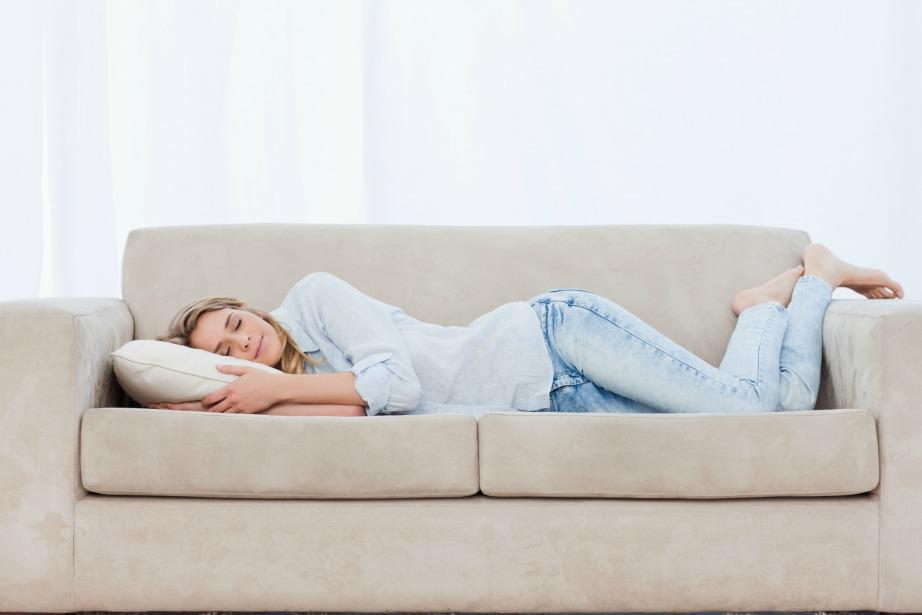 Αποφύγετε τον ύπνο στον καναπέ!