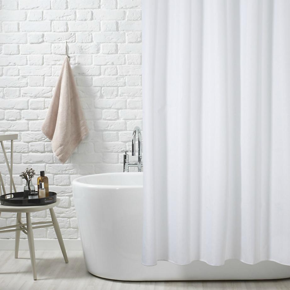 Αντικαταστήστε την πλαστική κουρτίνα μπάνιου με λινή κουρτίνα.