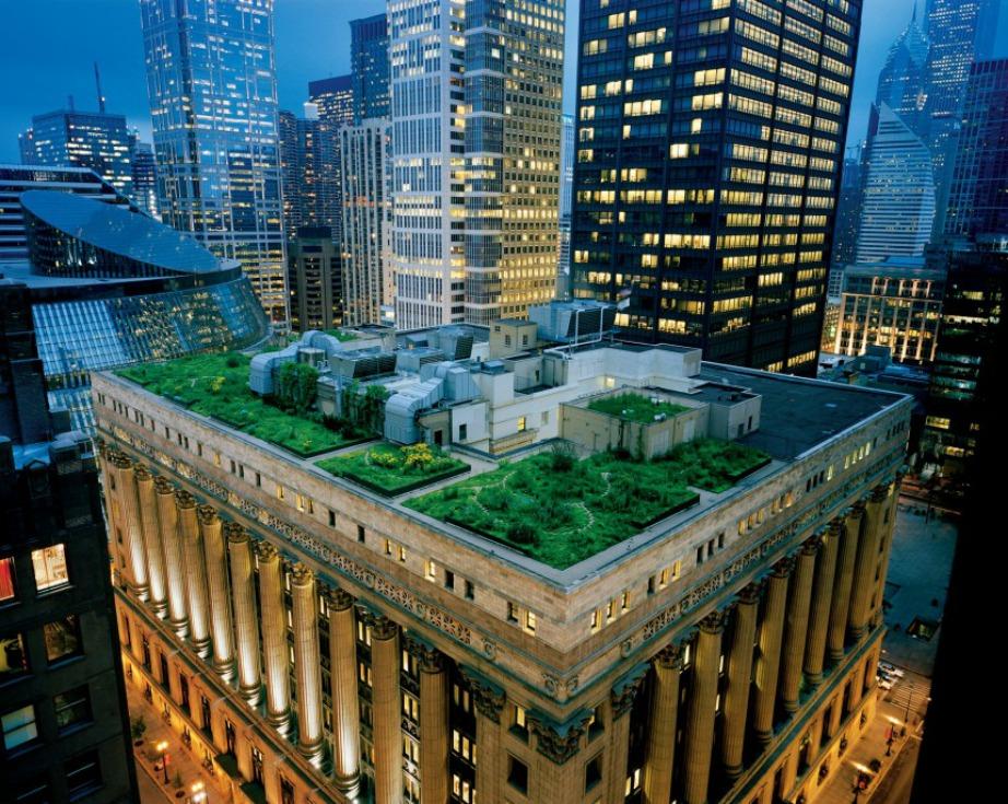 Σ' ένα ομολογουμένως εντυπωσιακό κτίριο δεσπόζει μια καταπράσινη οροφή.
