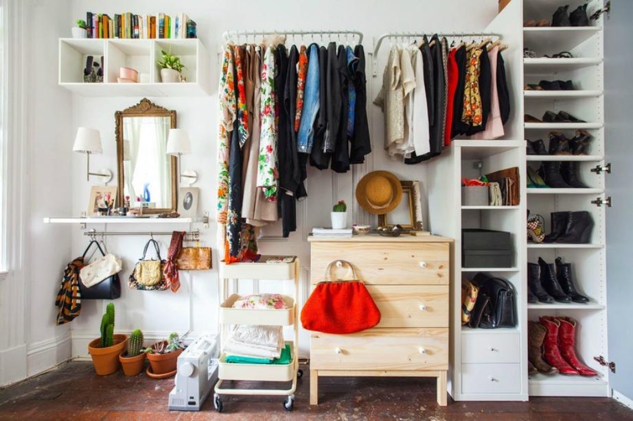 Αν έχετε φαντασία και διάθεση για δημιουργία ένα διαμέρισμα χωρίς ντουλάπες δεν θεωρείται μειονεκτικό.