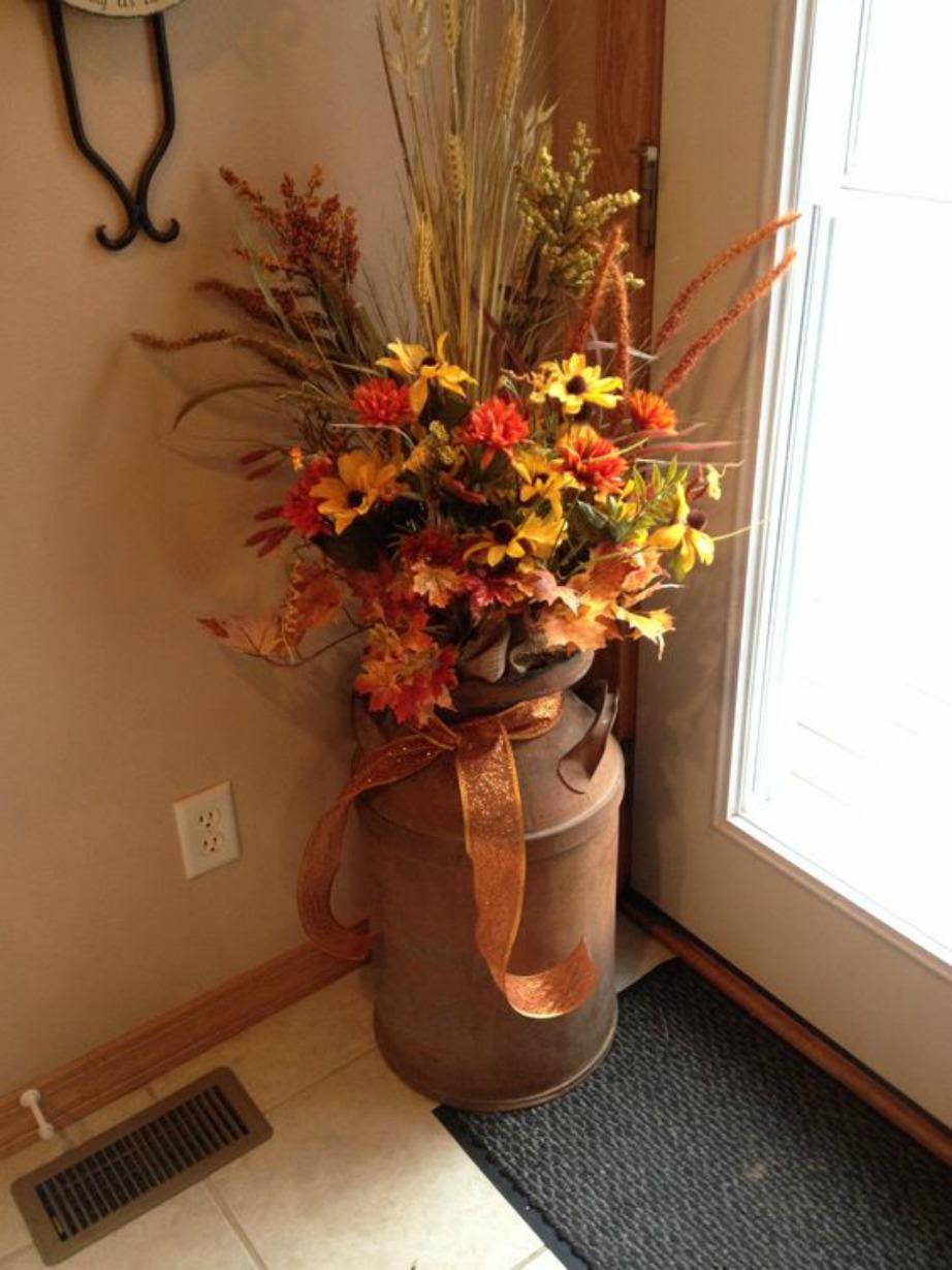 Οι ψεύτικες συνθέσεις από πλαστικά λουλούδια δεν είναι καθόλου όμορφες ειδικά όταν αυτές σκονίζονται.