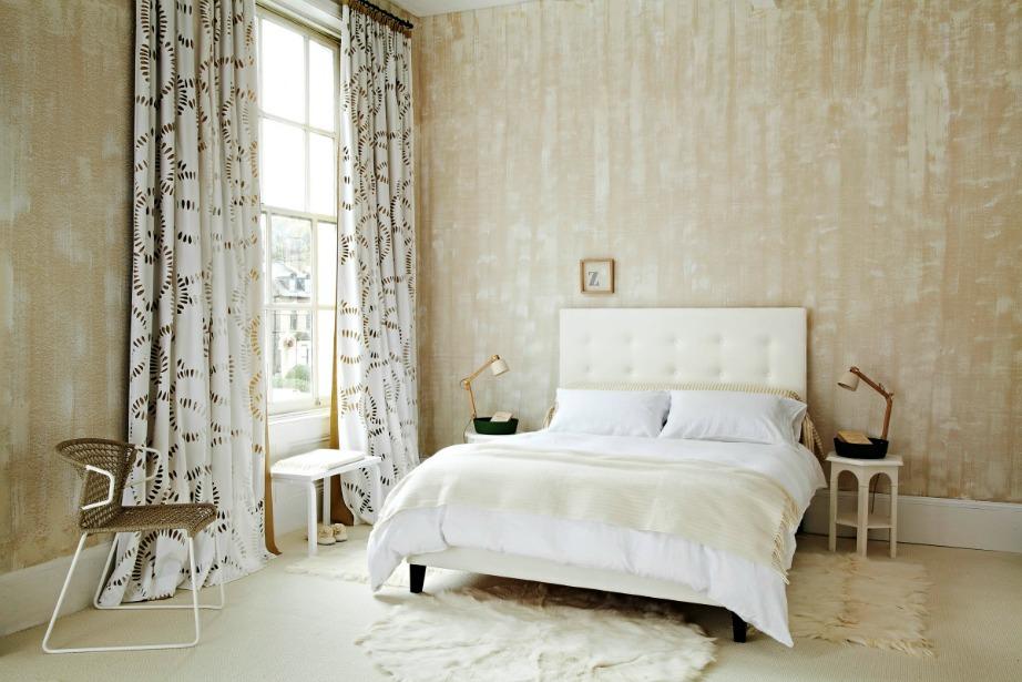 Βάψτε τους τοίχους του υπνοδωματίου σας με αυτήν την τεχνοτροπία και κρύψτε ανεπιθύμητες ρωγμές.