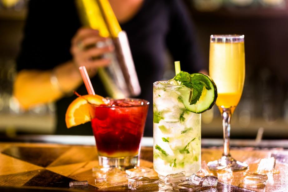 Το αλκοόλ χαλαρώνει τους μύες και γι'αυτό είναι πιο εύκολο να ροχαλίζετε, όταν κοιμηθείτε.
